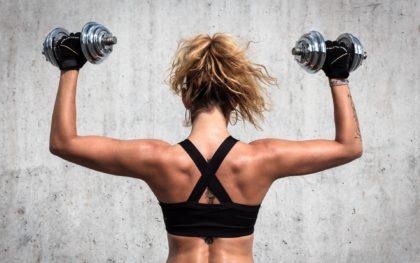 7 упражнений с гантелями, которые вы делали неправильно