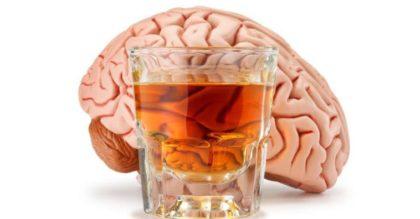Как алкоголь разрушает наш мозг: почему мы пьянеем?