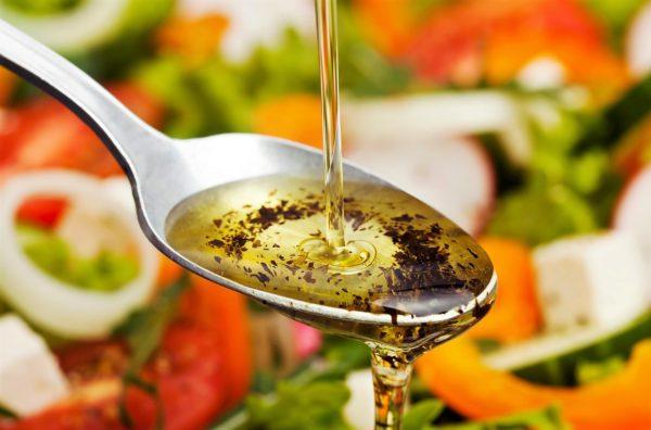 Диетические соусы для салатов: когда «вкусно» не означает «калорийно»