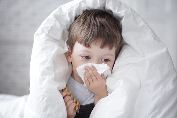 Как быстро избавиться от насморка без лекарств по методу доктора Комаровского