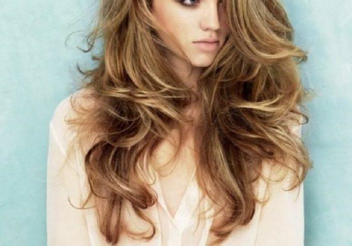Смазав волосы перекисью, она была удивлена, что результат будет настолько хорош!