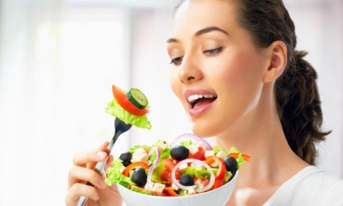 3 ошибки, которые делают во время еды, что вызывает диспепсию, вздутие и даже кислотный рефлюкс!