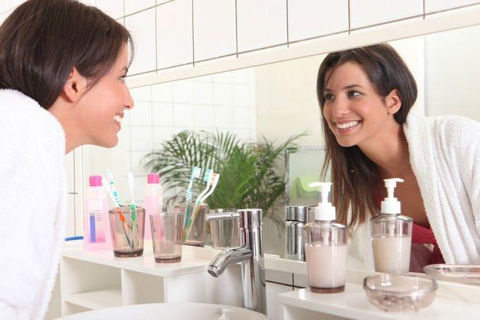 Как избавиться от зубного налета и отбелить зубы без использования дорогих средств